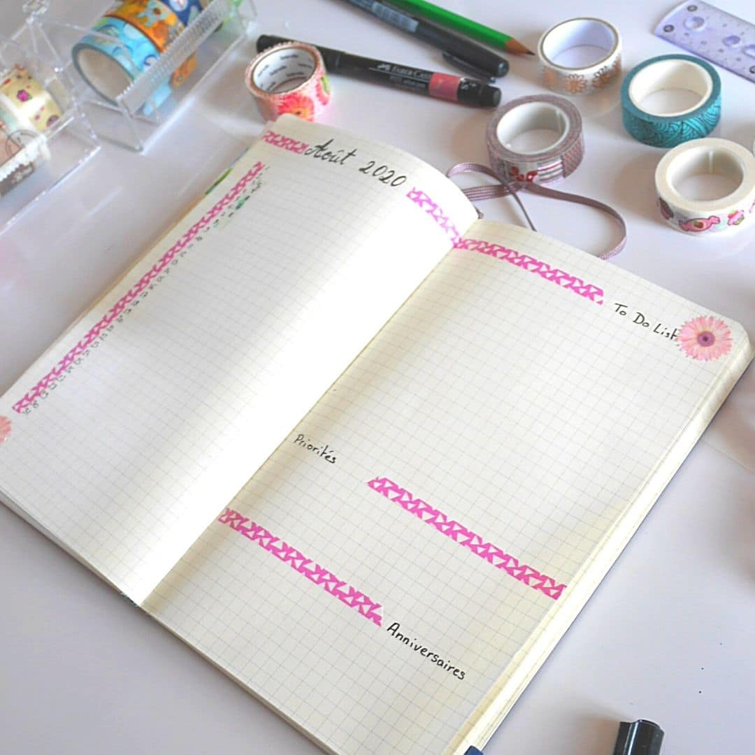 Page de bullet journal monthly log avecdu masking tape