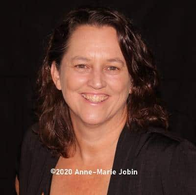 portrait d'Anne-marie Jobin créatrice du journal créatif