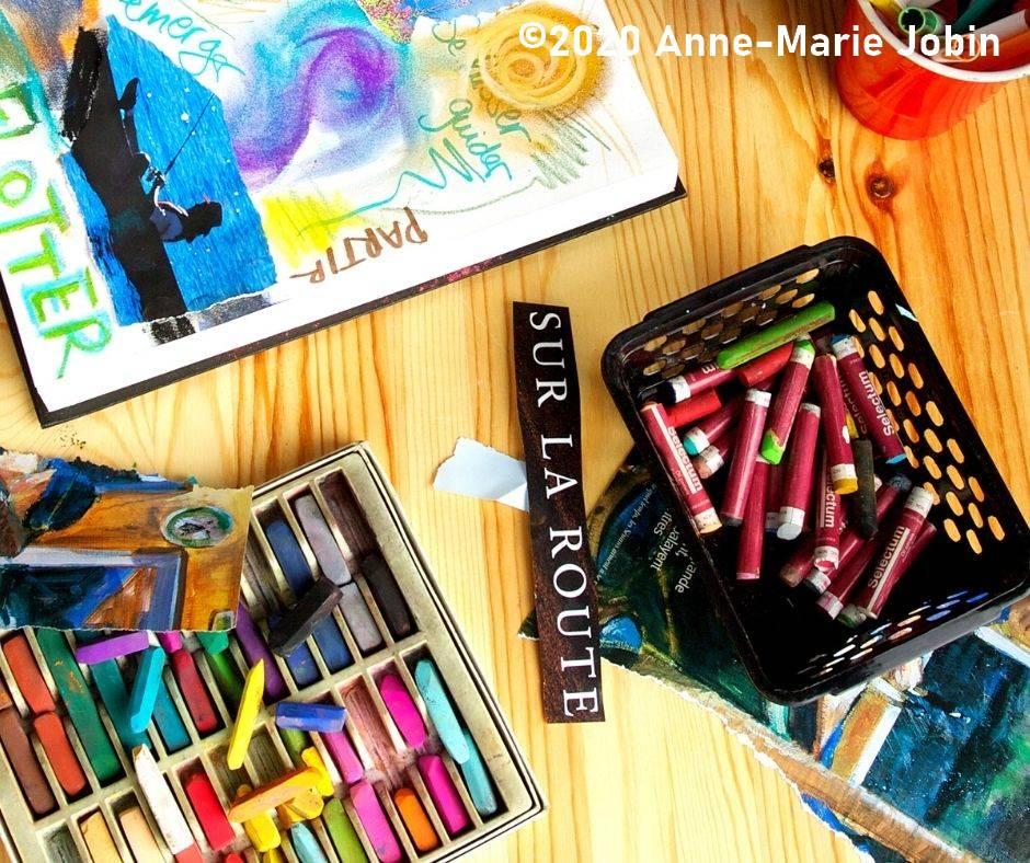 journal créatif et matériel artistique