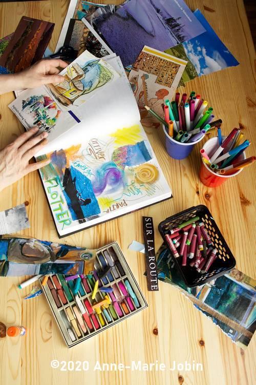 art journal et journal créatif avec matériel